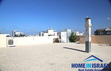 Central Netanya, 4 room roof apartment (SH)