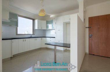 Central Netanya, 4 Rooms with Balcony (LB)