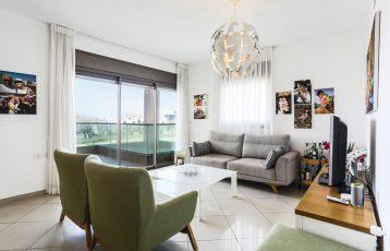 Netanya, South-Beach, 4 room Apartment (LB)