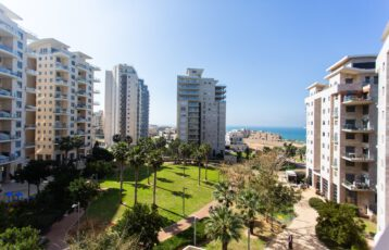 Netanya, South-Beach, 4 rooms for sale (LB)
